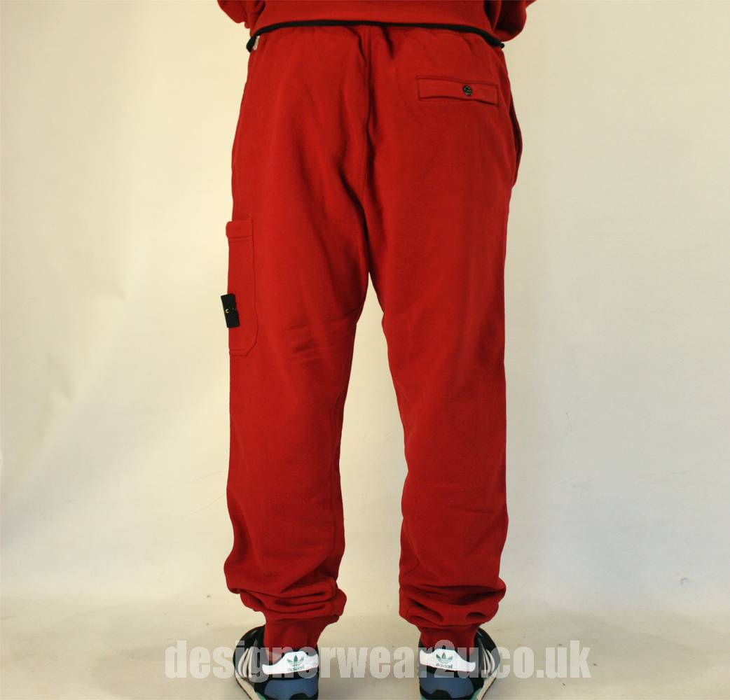 Mens Joggers Check out the latest arrivals of iconic mens joggers from Superdry. Whether you're looking for classic black joggers, skinny joggers for men or mens jogging bottoms with cuffed ankles, you'll find your favourite styles in the latest colours here.